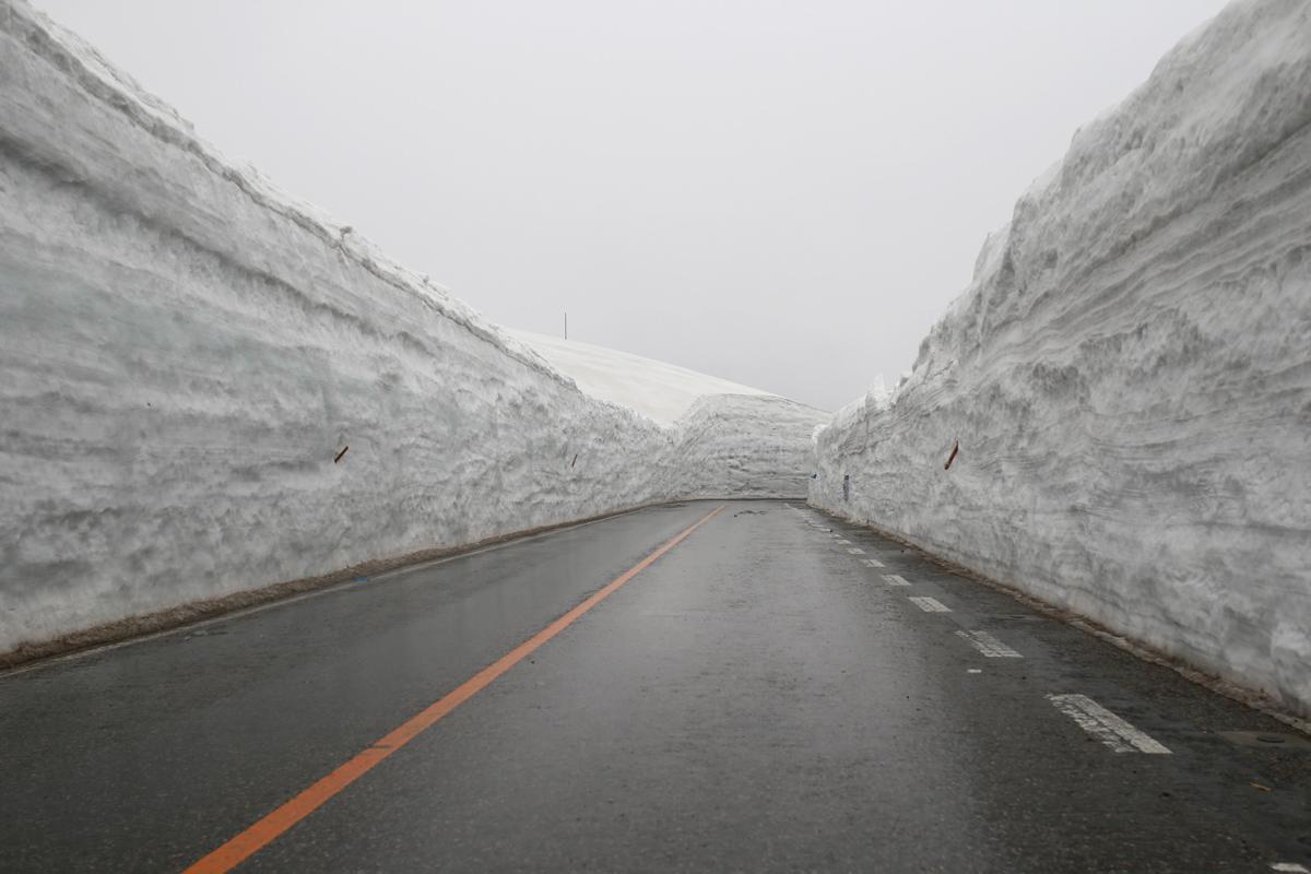Snow Walls-in-evening-walk