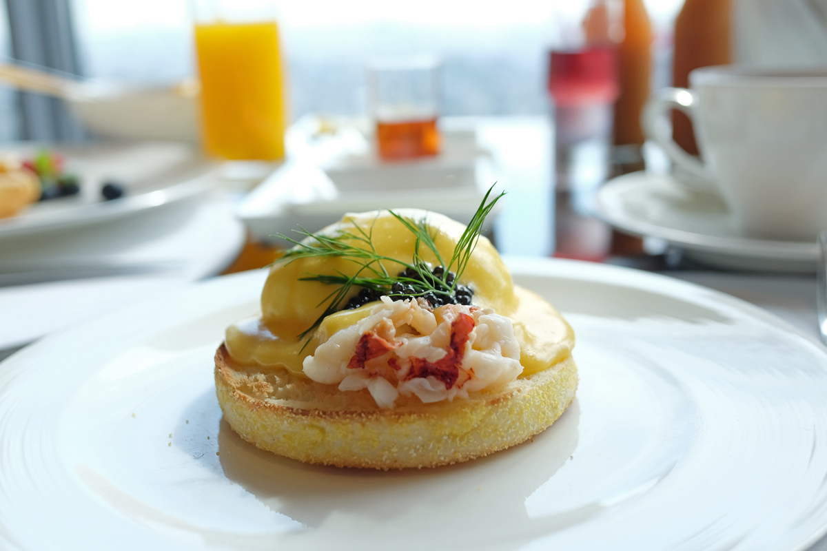 Egg-Benedict_Shangrila-Tokyo