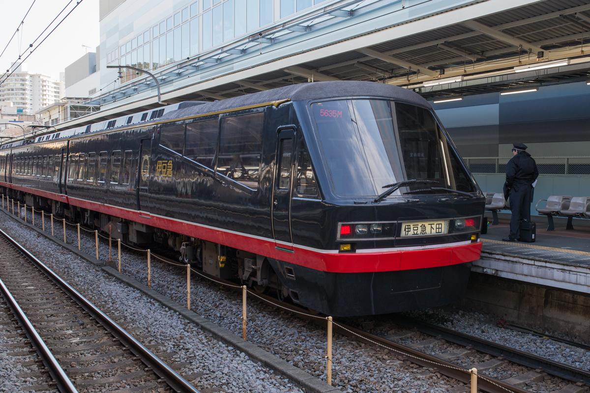 Kurofune Izukyu Train