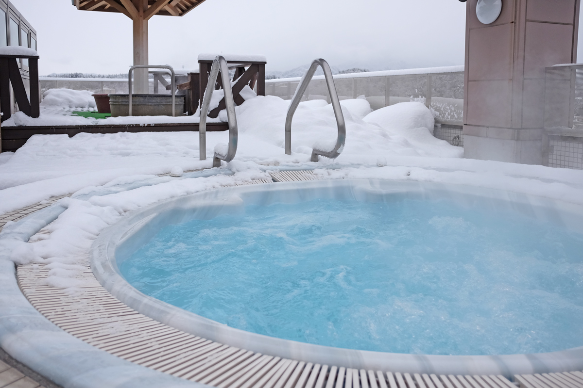 Rooftop Jacuzzi with Snow at Hida Hotel Plaza Takayama