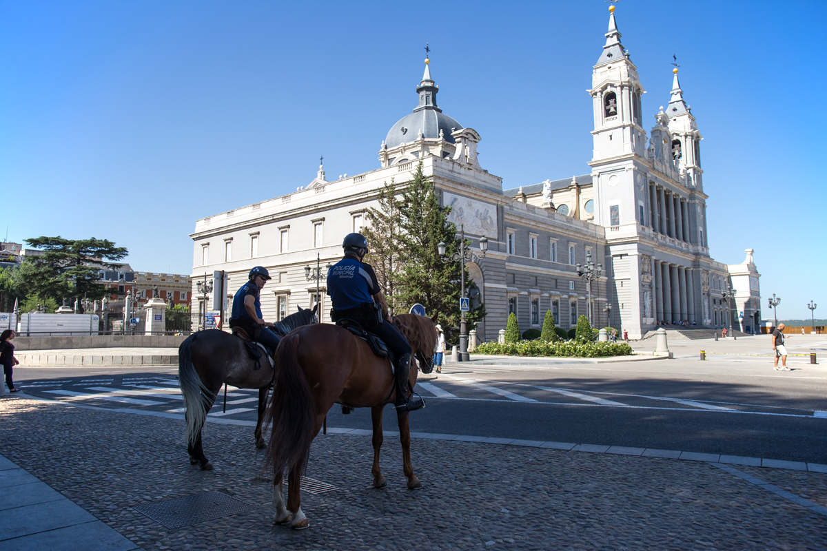 Police-at-Cathedral-de-la-Almudena