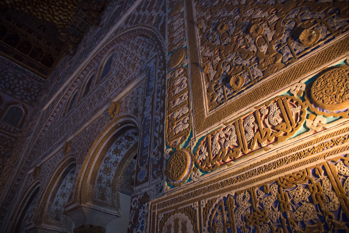 Calligraphy-like-decoration-Real-Alcazar