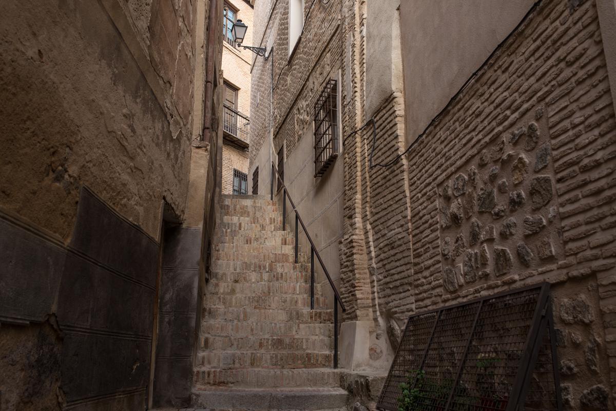 Narrow Path in Toledo